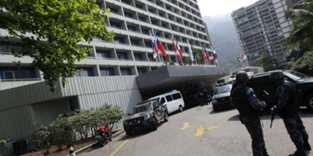 35 Geiseln aus Hotel befreit - Frau tot