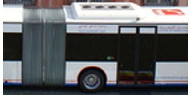 Bus auf A21 geriet in Brand