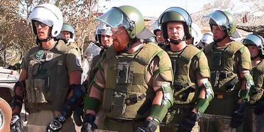 Soldaten an Grenze bekommen Pfefferspray