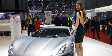 Die heißesten Girls des Genfer Autosalons