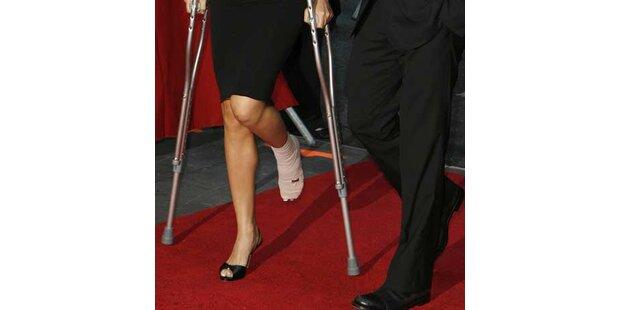 Georges Flamme nach Unfall auf Krücken