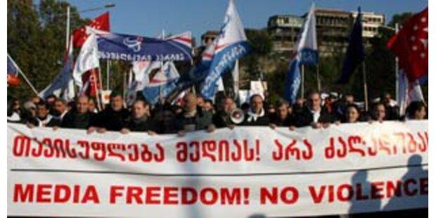 10.000 Georgier protestieren gegen Präsident Saakaschwili