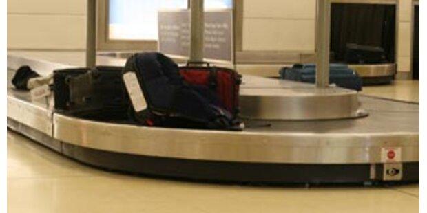 Kleinkind geriet in Gepäckabfertigung am Flughafen