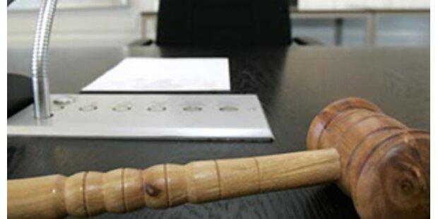 Anklage gegen jugslawische 13 Ex-Offiziere