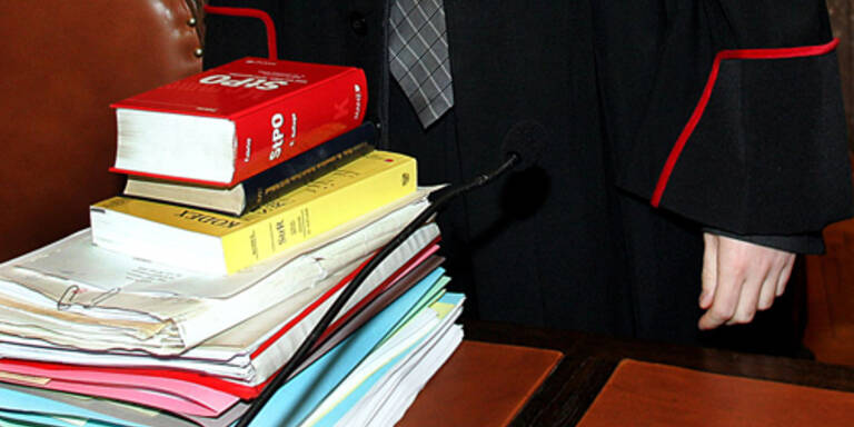 Staatsanwaltschaft ermittelt gegen Honsik-Anwalt