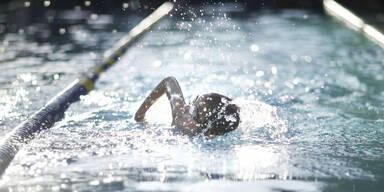 Schwimmlehrer erwartet lange Haft nach schwerem sexuellen Mißbrauch kleiner Kinder