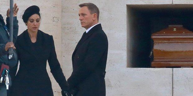 James Bond trägt in Rom Trauer