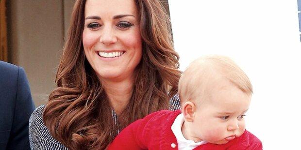 Baby-Prinz George kann schon laufen!