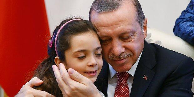Erdogan: Inszenierung mit Flüchtlingsmädchen