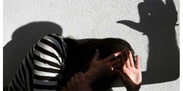 Frau stundenlang von eigenem Mann misshandelt