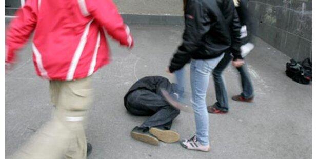 Zwei 17-Jährige prügelten sich in Lokal