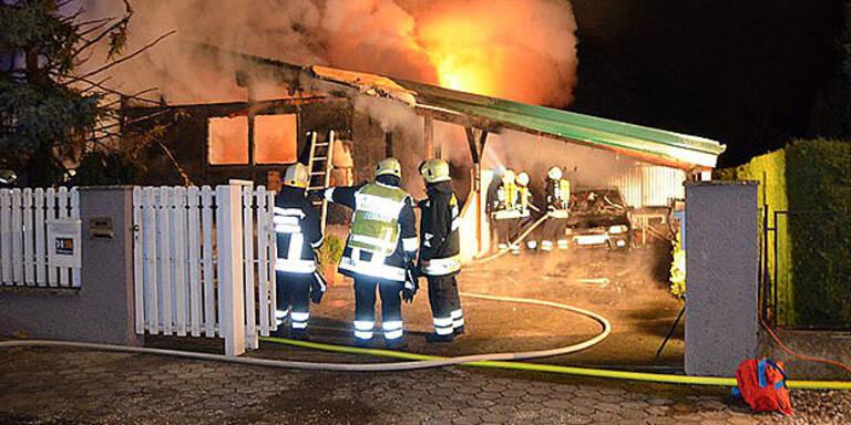 Mann bei Wohnhaus-Brand verletzt