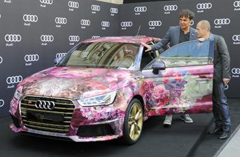 Künstler David LaChapelle und Life Ball Organisator Gery Keszler mit dem Life Ball Audi