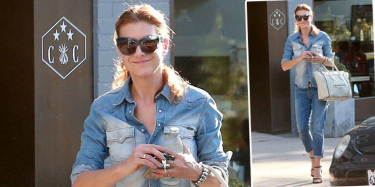 Kate Walsh trägt Jeans all over
