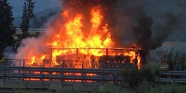 Bus ging in Flammen auf: Mehrere Tote