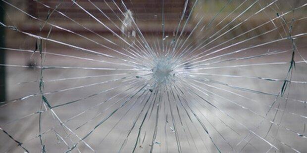 Steirer fällt durch Glastür und verblutet