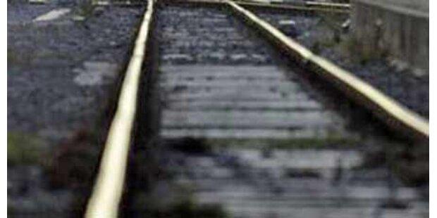 Rentnerin in OÖ vom Zug überrollt - tot