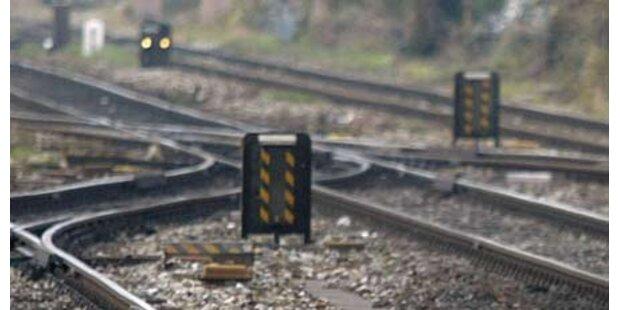Mann starb bei Sprung in fahrenden Zug