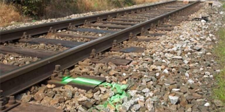 Radfahrer stieß mit Zug zusammen - tot