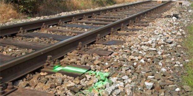 Junger Mann von Zug überrollt  - tot