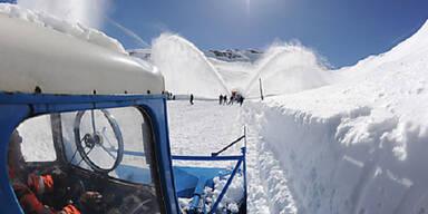 Schneeräumung der Großglockner Hochalpenstraße