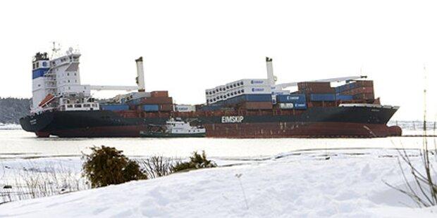 Frachter auf Grund - Ölpest droht