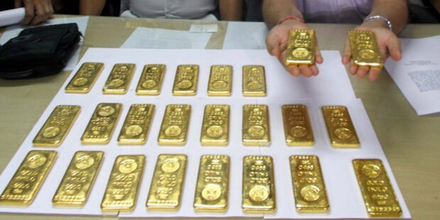 Goldbarren auf Flugzeug-Klo entdeckt
