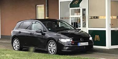 VW Golf VIII fast ungetarnt auf Testfahrt erwischt
