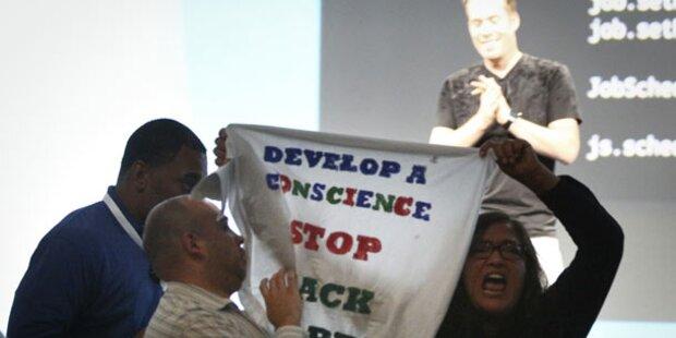 Frau stürmte Bühne bei Google-Keynote