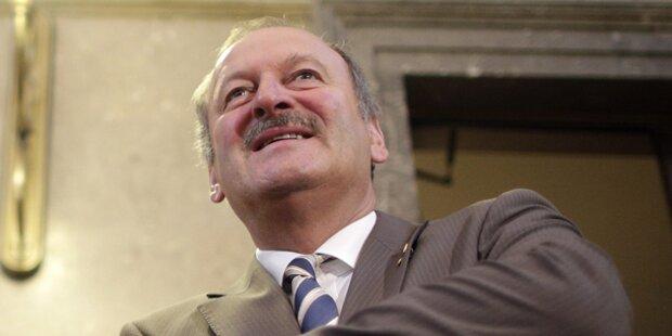 Ex-Vizekanzler klagt Politpension ein