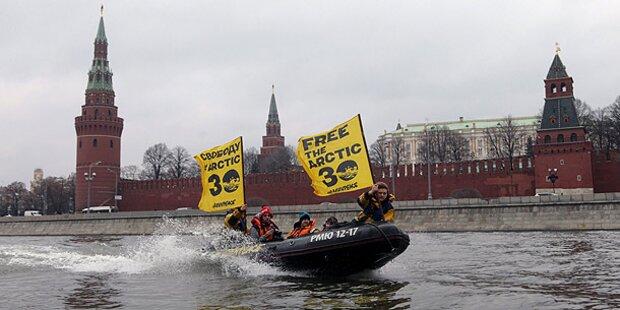 Greenpeace protestiert auf der Moskwa