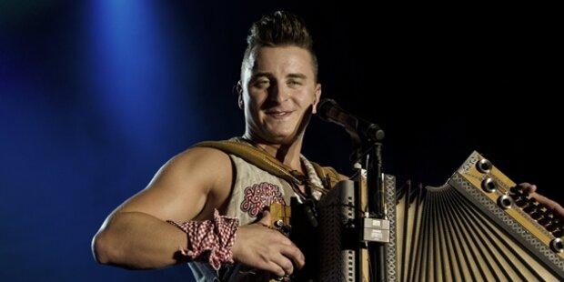 Gabalier singt Nationalhymne bei Grand Prix