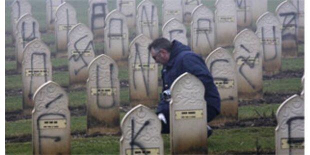 Hunderte Gräber muslimischer Soldaten geschändet