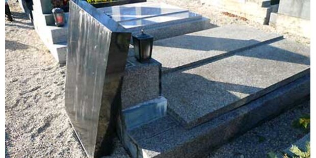Grabstein stürzte in NÖ auf Zehnjährigen