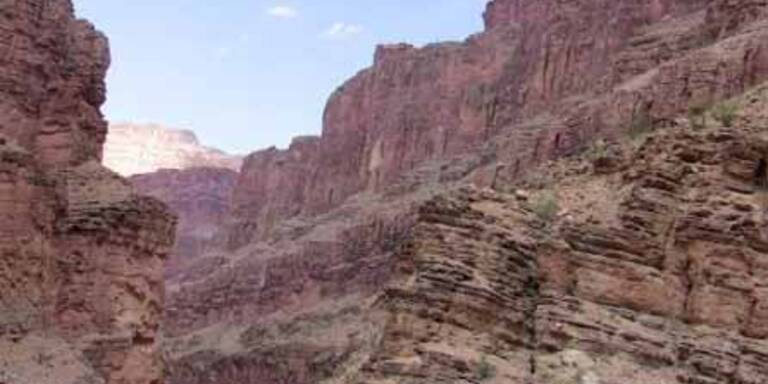 Autofahrer stürzt in den Grand Canyon