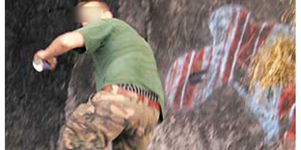 Deutscher Graffiti-Sprayer muss Gletscher säubern