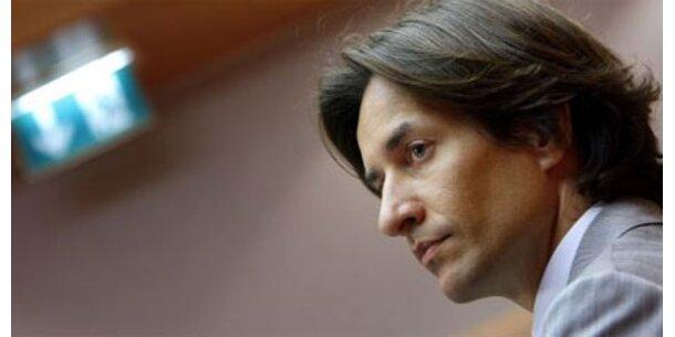 Strafanzeige gegen Karl-Heinz Grasser