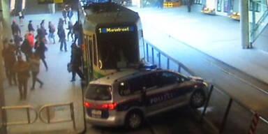 Graz: Polizeiauto kracht in Tram