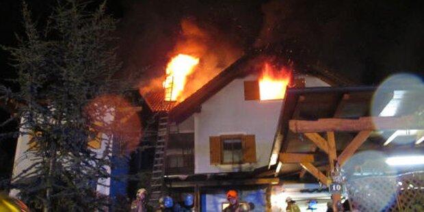 4 Bewohner aus brennendem Haus gerettet
