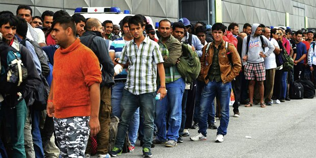 Dorf kauft sich von Flüchtlingen frei