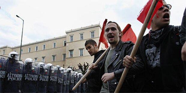 Neue Proteste gegen Sparkurs