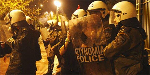 Ausschreitungen bei Demos in Athen