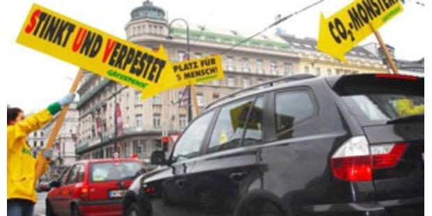 Greenpeace protestiert gegen Benzinfresser in Wien