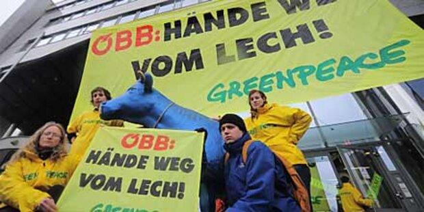 Greenpeace besetzt ÖBB-Gebäude in Wien