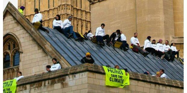 Greenpeace besetzt Parlamentsdach