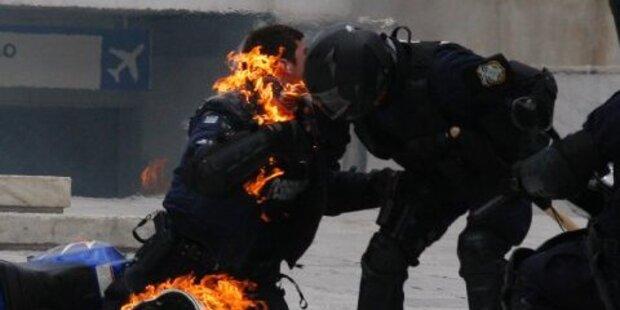 Brennender Polizist bei Griechenland-Demo