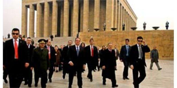 Karamanlis besucht Atatürk-Mausoleum