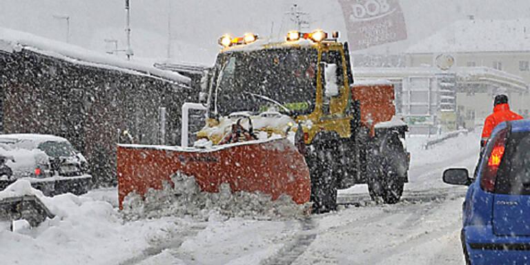 Schnee-Chaos stoppt Züge