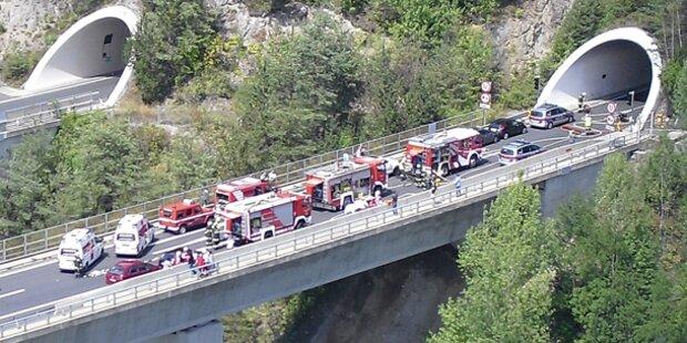 Südautobahn: PKW fing Feuer im Tunnel
