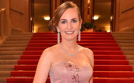Maria Großbauer in rosa Traumrobe